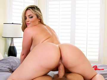 Big ass blonde Alexis Texas takes cock deep into her dark vagina